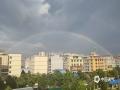 中国天气网广西站讯 7月22日下午17时许,百色市平果县城突降阵雨,雨后县城上空出现了少见的双彩虹景象。(文/何翔 图/覃碧)