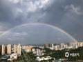 中国天气网广西站讯 7月22日下午17时许,百色市平果县城突降阵雨,雨后县城上空出现了少见的双彩虹景象。(文/何翔 图/何翔)