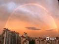 中国天气网讯 7月22日傍晚时分,山西阳泉雨过天晴,出现久违的双彩虹和晚霞,简直美爆了。(图/霍雪阳)