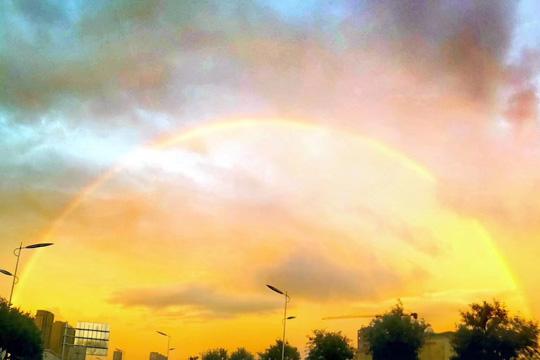 山西阳泉双彩虹晚霞齐现天空