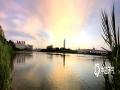 """中国天气网广西站讯  近日南宁连唱""""晴""""歌,今天最高气温已烧至35℃,傍晚绚丽的晚霞布满天空,霞光倒映在水面上,水天一色,画面蔚为壮观。(图/陈设广)"""