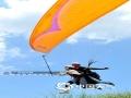 """钦州望海岭国际滑翔伞基地位于钦北区大寺镇,山顶的起飞场海拔约480米,视野开阔,可看山观海,一年可飞行天数为250-300天,为国内冬季最佳飞行环境之一。去年1月,大寺镇被国家评为""""飞翔小镇"""",来此体验飞行的游客络绎不绝。罗继梅摄影报道"""