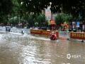 中国天气网站讯 8月11日清晨六点,还在睡梦中的武宣市民被一声声雷鸣惊醒,醒来时窗外已经是一片噼里啪啦的下雨声。这场大雨持续到上午10时,雨势汹汹导致很多地势低洼的地方出现积水,农田被淹,景观湖水上涨,给市民的出行造成了极大不便。据气象部门观测数据显示,达到暴雨级别的乡镇共有八个,其中最大雨量出现在武宣县三里镇,154毫米。(图/姜霖 文/陈凤梅)