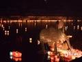 中国天气网广西站讯 8月10-14日,桂林市资源县第二十五届河灯歌节暨第八届丹霞文化旅游节河灯漂放活动在资江边举行。14日当晚,万盏河灯漂资江的盛况将活动推向高潮,25分钟内集中漂放16800盏河灯,一时恍如银河仙境坠入资江。不少市民游客参与其中,共同祈福祝愿。(文/胡静 图/谭琼)