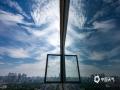 """中国天气网广西站讯 9月3日,南宁天气晴好,天空变幻多姿,摄影师用镜头记录下了天空的这场""""变装秀""""。(摄影:陈设广)"""