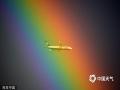 当地时间2014年1月19日,意大利罗马,一架瑞安航空公司的班机从彩虹前飞过。(CFP/版权图片 来源视觉中国)
