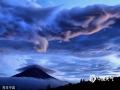 2017年12月26日讯(具体拍摄时间不详),日本富士山,专业摄影师Makoto Hashimuki用镜头记录下了富士山一年四季不停变换的美景。(Makoto Hashimuki/Solent News/视觉中国/版权图片 来源视觉中国)