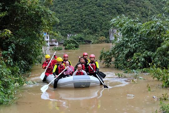 那坡民房被淹群众被困