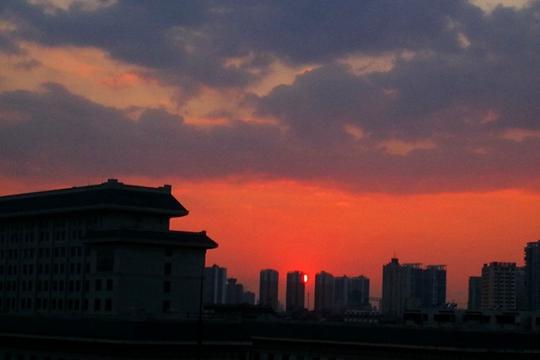 南宁:满天的斑斓晚霞