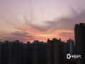 中国天气网广西站讯 9月23日,正值秋分节气,傍晚时分,来宾天空出现美轮美奂的晚霞,绚美如画。(图/苏庆红 文/韦菊)