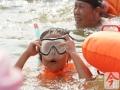 10月2日,柳州市江滨公园至金沙角水域,庆国庆百里柳江激情畅游活动如期举行。面向全国邀请的游泳爱好者浩浩荡荡,从江滨公园下水,陆续畅游至金沙角人工沙滩。今年的畅游活动全程有游龙擂鼓伴游,独具中国特色。据了解,参与畅游活动的还有不少外国人。