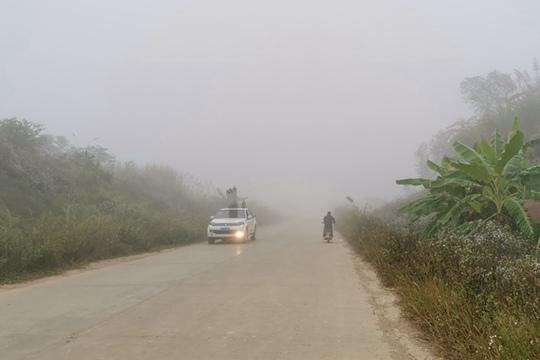 宁明大雾笼罩能见度低