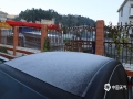中国天气网广西站讯 6日早晨,百色市那坡县北部山区出现了霜冻。据自动气象站数据显示,那坡县德隆乡北部各地最低气温均在3℃以下,县城最低气温2.7℃,最低地温2.3℃,位于北部山区的那马水库气温更是低至0.5℃,低迷的气温带来了霜冻天气。(图文/谭金闪)