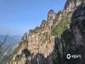 """中国天气网广西站讯 金秀莲花山位于广西来宾市金秀县,主峰海拔1350米,因俯瞰整个山体酷似一朵含苞待放的莲花而得名。金秀莲花山景观以石林为主,衬以繁茂的原始森林,被誉为""""小张家界""""。图为1月12日,天空放晴时的景色。(图文/苏庆红)"""