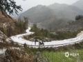 中国天气网广西站讯 1月24日(除夕)下午,百色西林县马蚌、古障等乡镇局部出现大雨并伴有雷雨大风,其中古障镇遭遇冰雹袭击,造成部分沙糖桔等果树叶子破洞,并给交通带来了很大影响。(图文/莫保结)