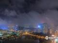 中国天气网广西站讯 2月14日晚,来宾市电闪雷鸣,大雨倾盆。20时后雨水暂歇,云雾缭绕,夜色迷人。(文/苏庆红 图/覃辉)