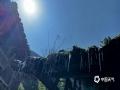 中国天气网广西站讯 2月15日,随着新一轮冷空气来袭,桂林市各地出现剧烈降温,资源县等高寒山区更是下起了雨夹雪,屋檐也挂起了冰棱。16日,天空放晴,资源县雄伟的山被一层薄薄的积雪所覆盖,宛如一幅美丽的水墨画。(图/蔡立万 文/黎微微 刘栋彰)