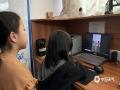 中国天气网广西站讯 为了纪念世界气象日,普及气象科普知识,3月22日上午10时,防城港市气象局通过微博直播开展了一场线上科普活动。通过直播,天气主播与气象观测员为大家揭开了气象观测的神秘面纱,让大家更直接地了解气象工作。 (文/黄春华  图/唐璇)