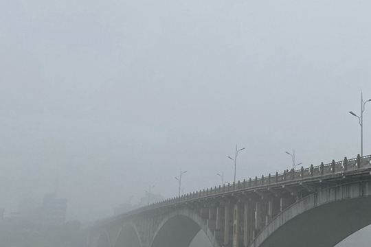 融安:雾锁桥楼树隐现