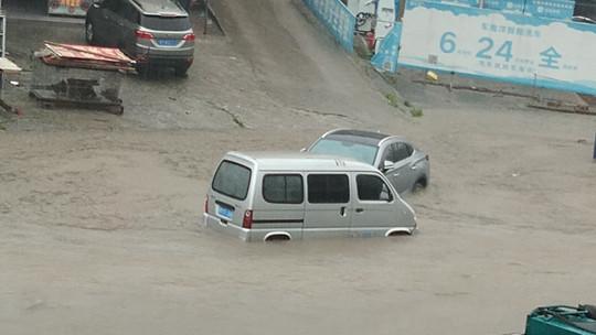 广西河池柳州暴雨引发严重内涝