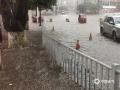5月30日夜间至今天(31日)11时,广西柳州的三江县出现今年入汛以来最强降雨过程,大部分乡镇出现暴雨,局部大暴雨,并伴有雷电,大风等强对流天气。受强降雨影响,三江县城区内涝严重,车辆难以通行,部分农田被淹。(图/李敏国 文/张尚斌)