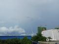 6月2日下午,梧州市区乌云压顶,一场暴风雨即将袭来,闪电、降雨、大风齐驱驾到,像是在上演科幻大片一样。(图/梁俊聪 文/邓碧娜)