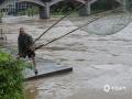 今天(6月2日)02至08时,资源县东南面的乡镇出现暴雨,局部大暴雨天气,并伴有雷电强对流天气,其中最大降雨量出现在资源县中峰镇自动站(132.6毫米),处在下游的整个资源县城经受了暴雨的洗礼。为此,资源县气象台也于2日6时18分更新发布今年首个暴雨红色预警信号。(图文/谭琼)