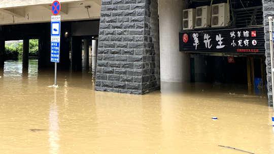 柳江河今年以来首次超警