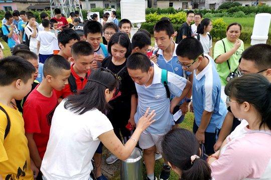 暑期桂林市气象局迎来参观热潮