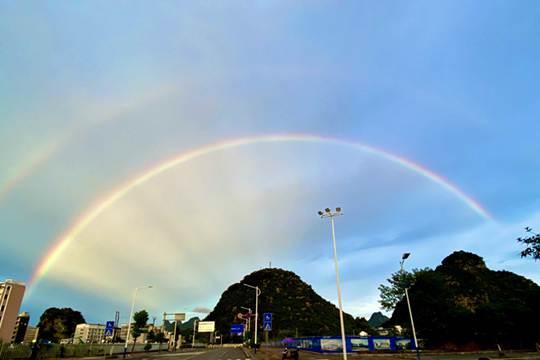 桂林雨后惊现双彩虹