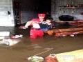 中国天气网广西站讯  6日夜间到7日早上,受强降雨影响,宜州区及部分乡镇出现不同程度受灾。据宜州区应急管理局统计,截至9月7日上午11时,宜州区受灾群众2806人;农作物受灾面积约3536亩;房屋垮塌2间,另外还有3所小学停课。图为:宜州区应急管理局救援人员将德胜胜镇桥头水库受灾学生转移到安全区域(文/李严萍 梁丽娜  吴雨婧 图/李峰 潘宗才 覃定海)
