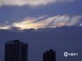 图为昨天傍晚,钦州市上空惊现五彩祥云。(图/李斌喜 文/韦嘉铭)