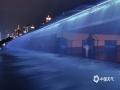 中国天气网广西站讯 夜晚下漫步在南湖公园,看着南宁南湖大桥的水瀑布流光溢彩,秋天的夜色显得格外迷人。(图文/谢远旷)