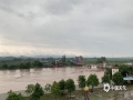 """中国天气网广西站讯 受台风""""浪卡""""环流及冷空气共同影响,13日晚上至15日,崇左市宁明县出现大雨到暴雨,局部大暴雨天气。持续的较强降雨导致明江那堪和海渊段出现超警戒水位。其中15日15时,明江那堪段出现133.05米的洪峰水位,超警1.12米,海渊段超警0.17米。(图/莫剑眉 文/唐昌秀 陆小晓)"""