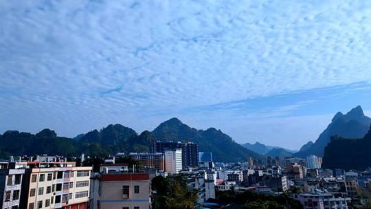 巴马:蓝天白天蔚为壮观