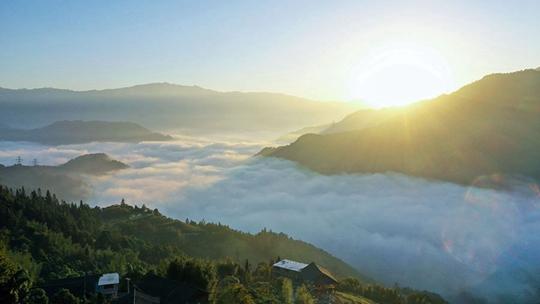 龙胜:晨雾缭绕美如画