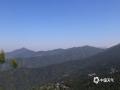 中国天气网广西站讯 11月12日,防城港上思县秋高气爽,山野风光和蓝天组成了一幅幅美丽的画卷。图为蓝天下的十万大山山脉。(图文/黄伟芬)