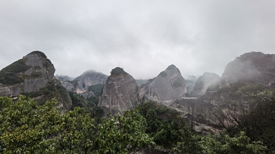桂林:八角寨雨雾缭绕
