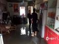 图为4日柳州市鹿寨中渡镇英山社区南街低洼房屋遭水淹。(图/蓝求)