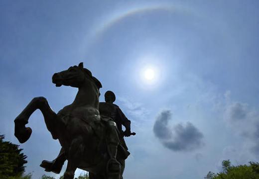 广西钦州出现日晕奇观