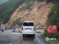 中国天气网广西站讯 5月11日晚起至12日早上,广西北部的桂林、柳州、河池出现强降雨天气,部分地区降下大到暴雨乃至大暴雨,局地特大暴雨!柳州市融安县长安镇12小时雨量达到258.7毫米!强降雨导致部分地区积水严重、交通出行受阻,树木倒伏、农作物受损,有的地区甚至出现山体塌方,导致道路中断。图为灌阳县黄关大雁山附近山体塌方。(图/卿跃文 文/卿跃文 何正令 秦晓翠 蒋熙)