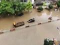 中国天气网广西站讯 5月11日晚起至12日早上,广西北部的桂林、柳州、河池出现强降雨天气,部分地区降下大到暴雨乃至大暴雨,局地特大暴雨!柳州市融安县长安镇12小时雨量达到258.7毫米!强降雨导致部分地区积水严重、交通出行受阻,树木倒伏、农作物受损,有的地区甚至出现山体塌方,导致道路中断。图为罗城县城低洼路段内涝,汽车被泡。(图/韦文柯 文/卿跃文 何正令 秦晓翠 蒋熙)
