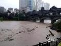 昨天(12日)夜间到今天白天,广西部分地区出现大到暴雨,局部大暴雨,并伴有雷暴、大风等强对流天气。强降雨造成河水上涨,城市内涝等次生灾害。图为资源县河水上涨风雨桥墩已被淹没(图/谭琼)