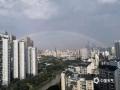 中国天气网广西站讯 经过几日的闷热天气,今天(5月16日)下午,南宁迎来了一场短暂的降雨。降雨过后,南宁天空出现一道美丽的彩虹,高挂在群楼之间,美不胜收。(图/陈序友 文/卢威旭)