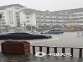 中国天气网广西站讯 6月11日午后,广西桂林平乐县出现短时强降雨,致使县城多处出现积水内涝,街道上全是水,仿佛小河一般。(图文/廖璇)