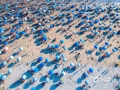 """中国天气网广西站讯 今年国庆假期前期,北海持续晴热天气,银滩浴场开启了""""下饺子""""模式。图为10月3日的银滩浴场景象。(文/刘宇菲 图/吴杰)"""