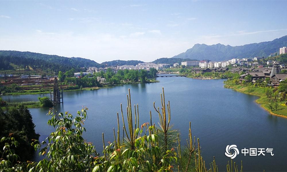 贵州丹寨万达小镇秀丽风景迎游客