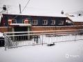 中国天气网讯 2月1日白天到2日早晨,河北承德全市相继出现降雪天气。其中在隆化、承德市区等地降水量为1-2毫米,达小雪量级。在承德市区,受路面积雪影响,市区道路变得十分湿滑,给市民出行造成不便。同时,全市高速公路也因雪关闭,当地交通出行受到不小影响。图为承德隆化(图/李辉 曹明明)