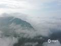中國天氣網訊 在經過了近兩天的連續降雨之后,5月9日和10日清晨,河北承德金山嶺長城景區接連出現了云霧和朝霞。從高空看,云霧籠罩群山,蜿蜒的古長城仿佛穿梭于云間的巨龍。再搭配絢麗的朝霞,美景猶如畫境一般。圖為無人機拍攝(圖\周萬平)