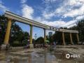 河北廊坊燕郊,最近两天,当地多雷雨天气,天空阴沉。今天早晨,雨过天气,碧空如洗。摄影爱好者用镜头记录下了蔚蓝的天空。(摄影/李辉)